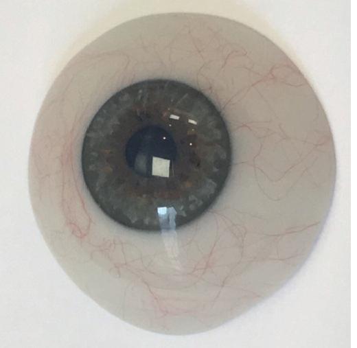 verre scléral prothétique,sclère opaque et pupille noire